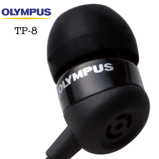 De microfoon van de Olympus TP-8 zit verwerkt in de oortelefoon.